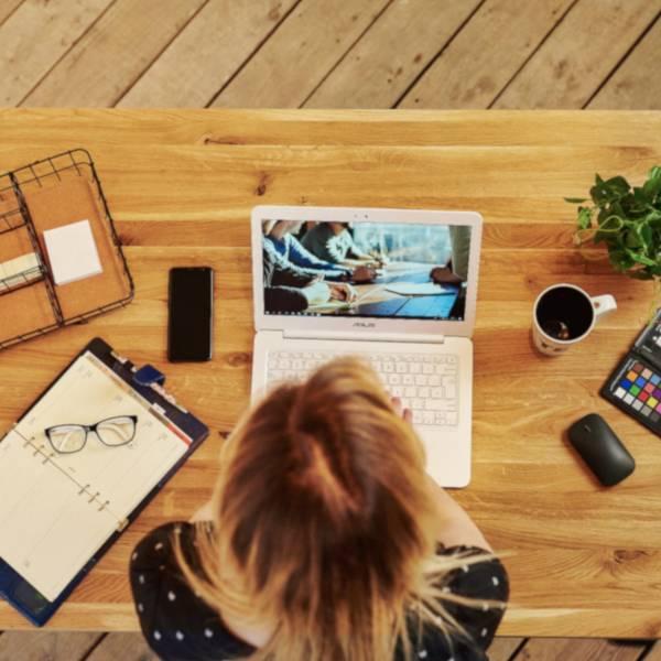 Biurko podnoszone elektrycznie Fly Desk. Blat Dębowy / stelaż Premium czarny praca ergonomiczna