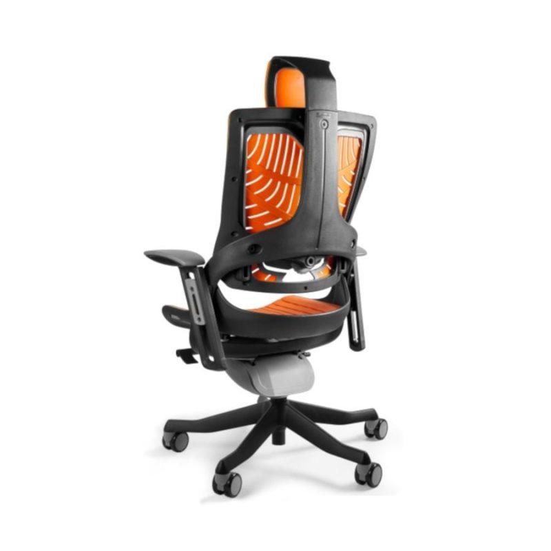 Ergonomiczny fotel biurowy Unique Wau 2 z czarnym stelażem i elastomerem w kolorze TPE-12 MANGO z tył