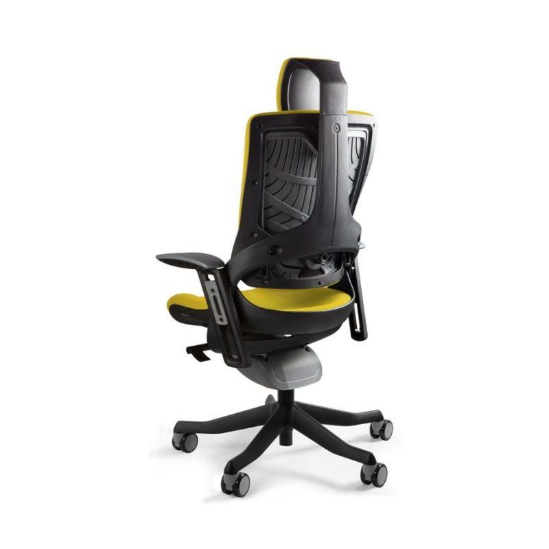 Ergonomiczny fotel biurowy Unique Wau 2 z czarnym stelażem i tapicerką w kolorze BL404-HONEY z tył