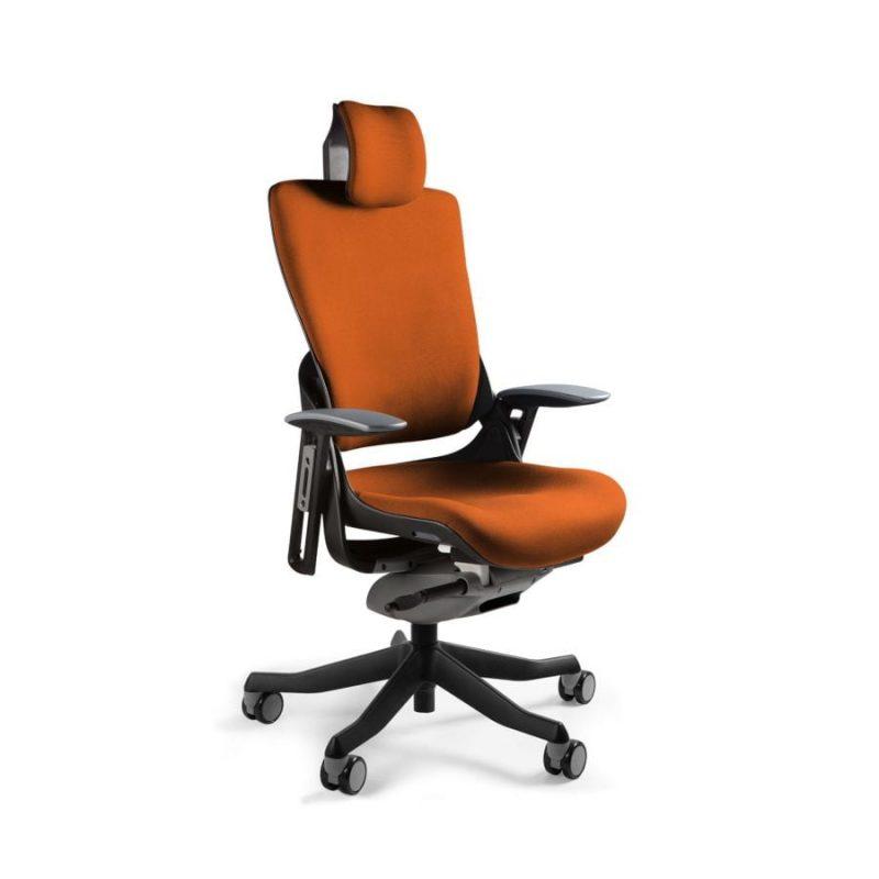 Ergonomiczny fotel biurowy Unique Wau 2 z czarnym stelażem i tapicerką w kolorze BL405-MANDARIN