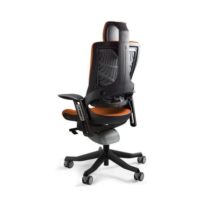 Ergonomiczny fotel biurowy Unique Wau 2 z czarnym stelażem i tapicerką w kolorze BL405-MANDARIN z tył