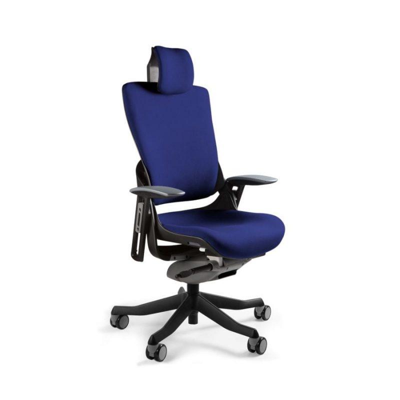 Ergonomiczny fotel biurowy Unique Wau 2 z czarnym stelażem i tapicerką w kolorze BL412-NAVYBLUE