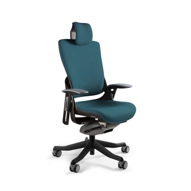 Ergonomiczny fotel biurowy Unique Wau 2 z czarnym stelażem i tapicerką w kolorze BL415-ROYALBLUE