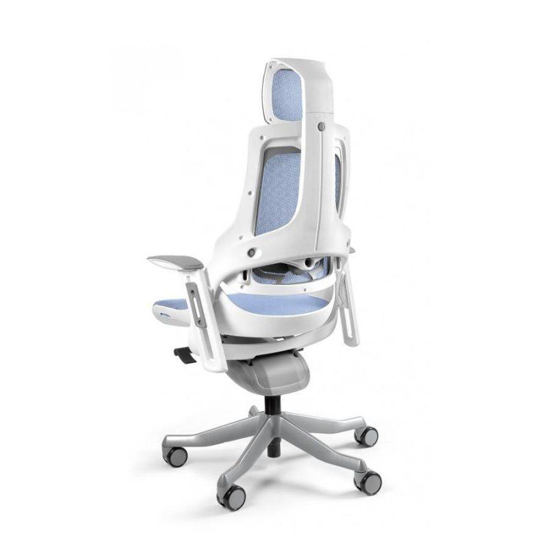 Ergonomiczny fotel biurowy Unique Wau z białym stelażem i siatką w kolorze NW43 Niebieski z tył