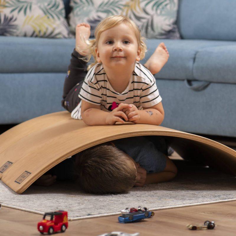 Deska sensoryczna dla dzieci KidiBoard wypoczynek
