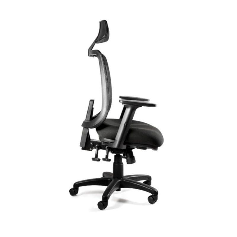 Fotel ergonomiczny Unique SAGA PLUS czarna siatka 1219-B-SM01 z boku pochylenie do przodu kąt ujemny