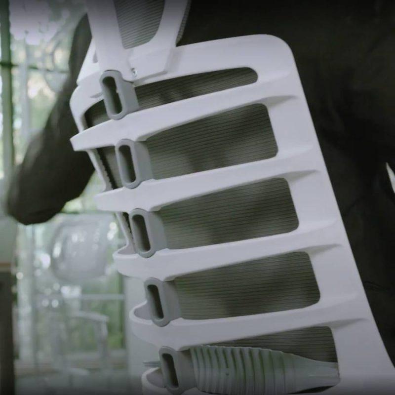 Praca oparcia w fotelu ergonomiczny Unique Spinelly / Spinelly M