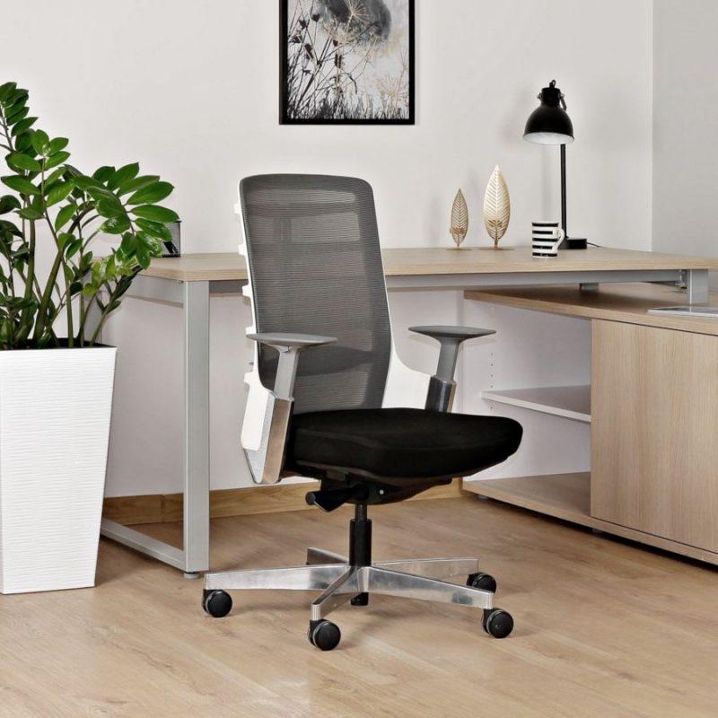 Fotel ergonomiczny Unique Spinelly M biały stelaż siatka W-998-W z przodu wizualizacja