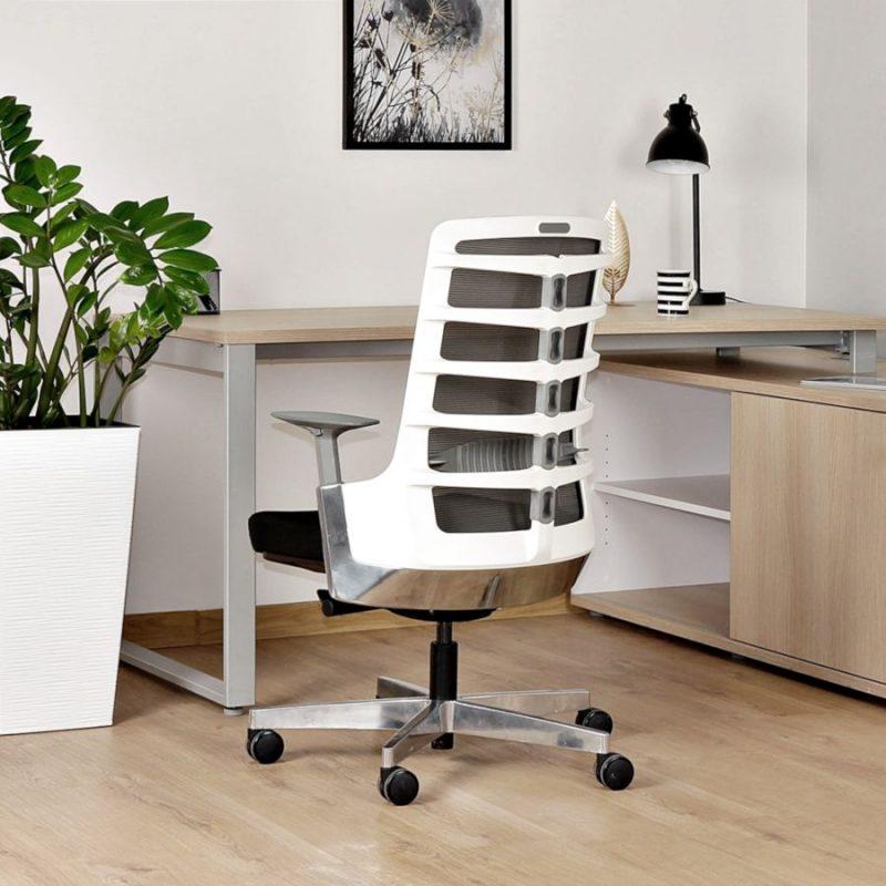 Fotel ergonomiczny Unique Spinelly M biały stelaż siatka W-998-W z tył wizualizacja